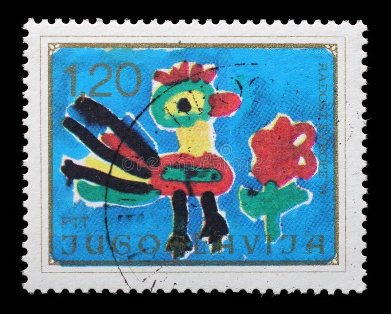 De zegel in Joegoslavië wordt gedrukt toont Haan en Bloem, de Tekening van Kinderen, Vreugde van Europa dat stock fotografie