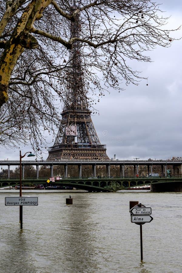 De Zegen in Parijs in vloed stock afbeeldingen