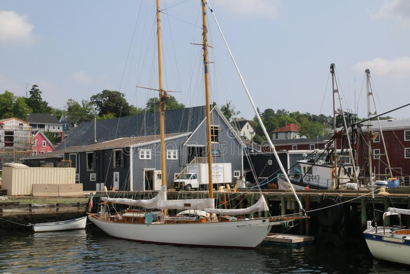 De zeilboten worden gedokt, worden de masten weg gestouwd royalty-vrije stock foto's