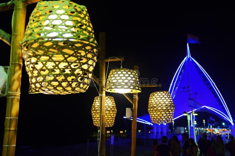 De Zeilen bij Strandpromenade royalty-vrije stock foto