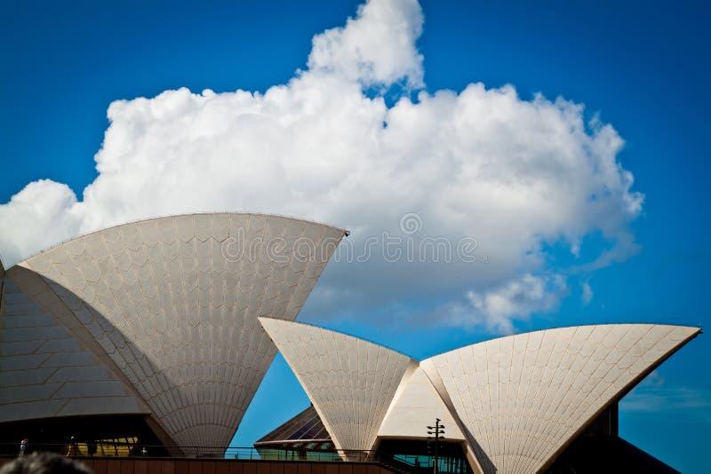 De zeilen van het Huis van de Opera van Sydney stock afbeeldingen