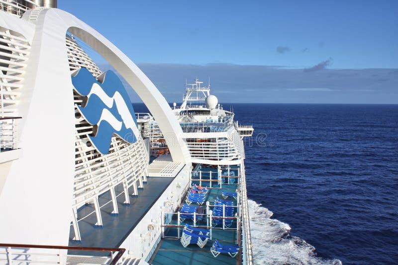 De zeilen van het kroonprinsesschip aan Caraïbische eilanden royalty-vrije stock foto's