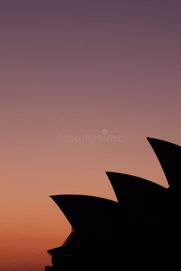 De zeilensilhouet van het Huis van de Opera van Sydney stock afbeelding