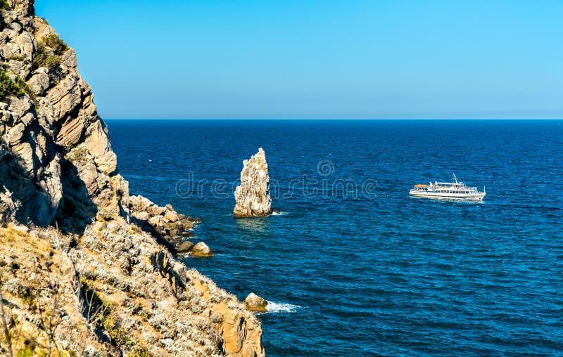De Zeilrots en Eagle komen in Gaspra - Yalta, de Krim voor stock foto's