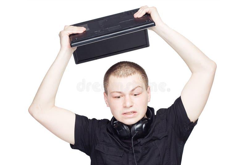 De zenuwachtige manager in zwarte breekt laptop royalty-vrije stock afbeelding