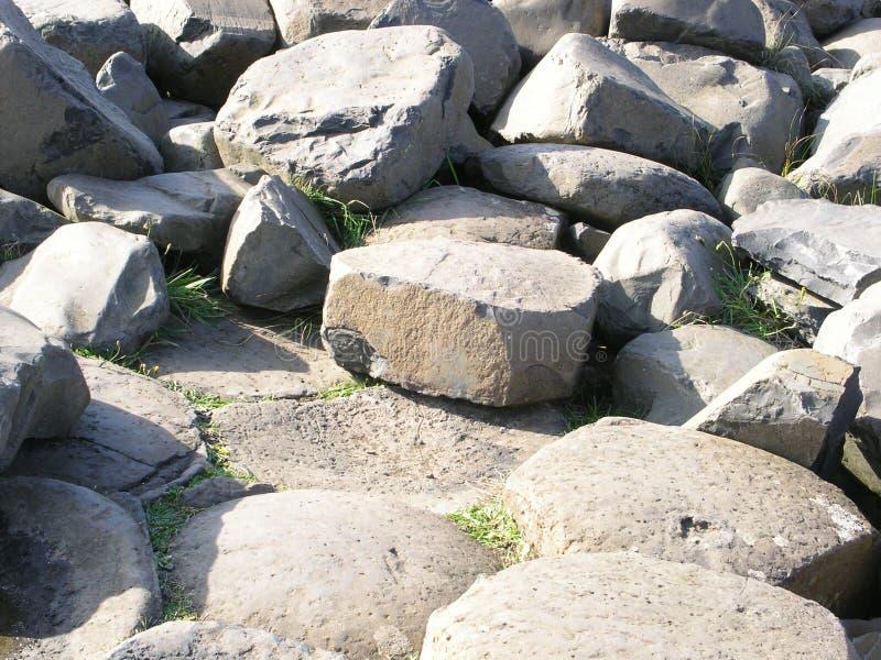 De zeshoekige basalt-rotsen op de Causeway van de Giant, Noord-Ierland royalty-vrije stock afbeelding