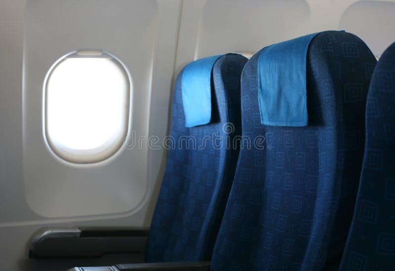De zetel en het venster van het vliegtuig stock afbeelding