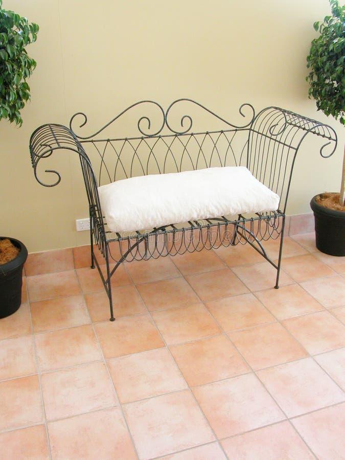 De zetel van de liefde op een balkon stock afbeelding