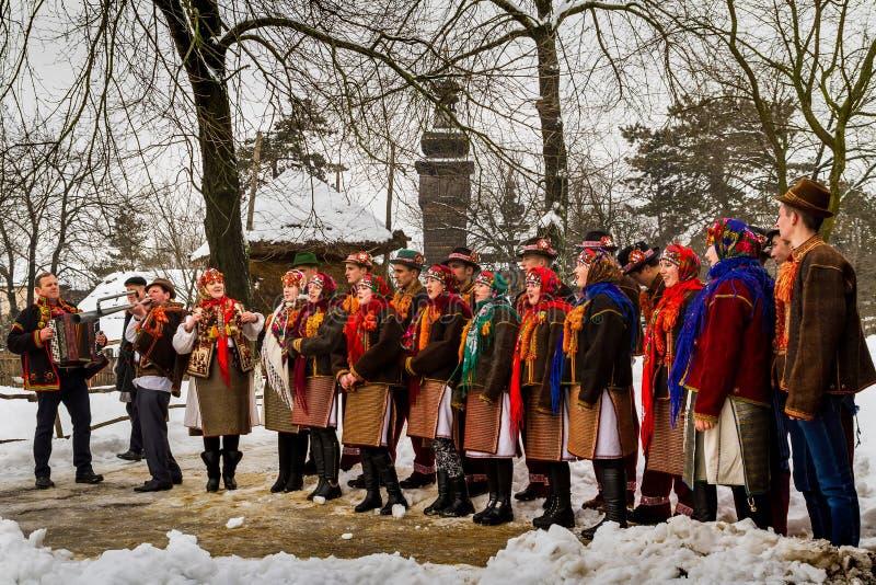 De zevende Etnische Hymnes van Festivalkerstmis in het oude dorp royalty-vrije stock fotografie