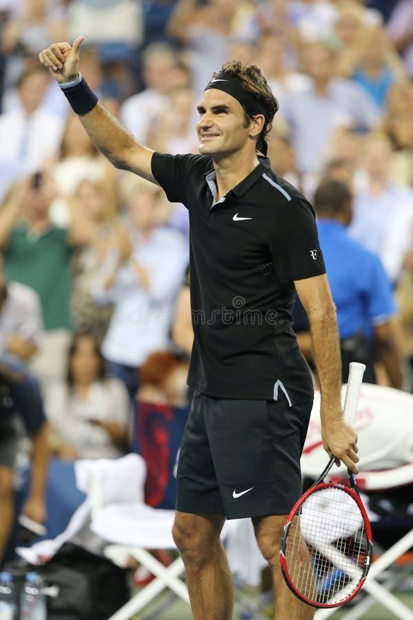 De zeventien keer Grote Slagkampioen Roger Federer viert overwinning na ronde gelijke 4 bij US Open 2014 royalty-vrije stock afbeeldingen