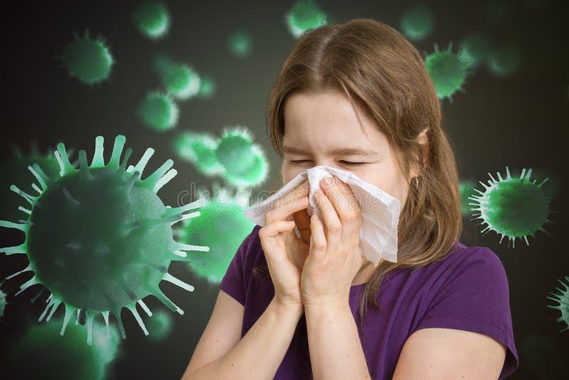 De zieke vrouw heeft griep en niest Vele virussen en kiemen die rond vliegen stock fotografie