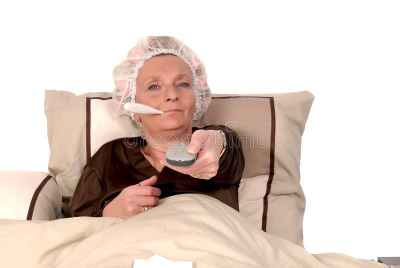 De zieken van de vrouw in bed stock fotografie