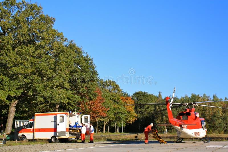 De Ziekenwagen die van de grond en van de Lucht samenwerkt stock foto