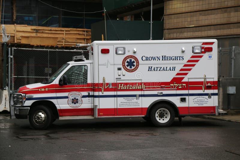 De ziekenwagen van Hatzolah van kroonhoogten in uit het stadscentrum Manhattan royalty-vrije stock foto