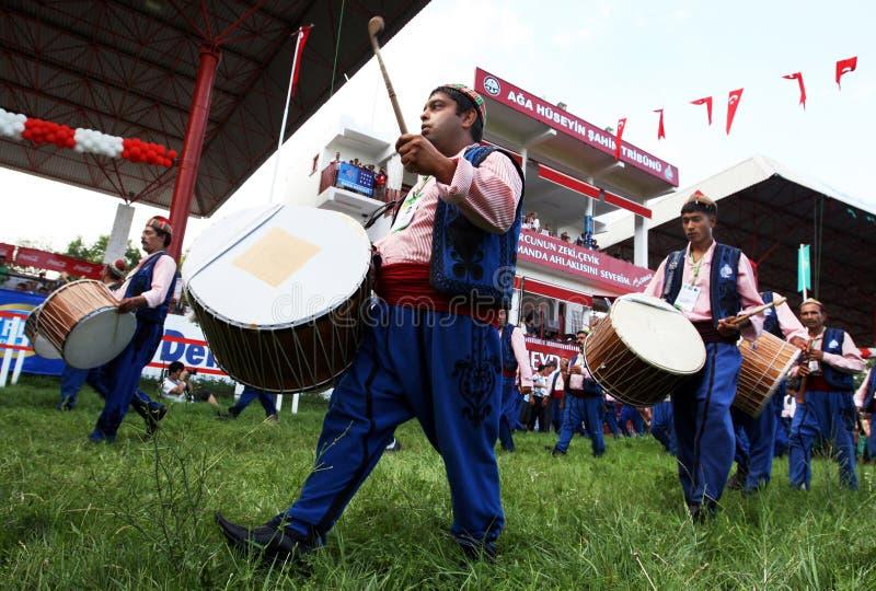 De zigeunermusici presteren bij de openingsceremonie van het de Olie van Kirkpinar Turkse het Worstelen Festival in Edirne in Tur royalty-vrije stock fotografie