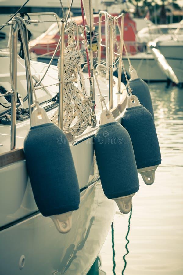De ZijBoeien van de zeilboot stock foto's