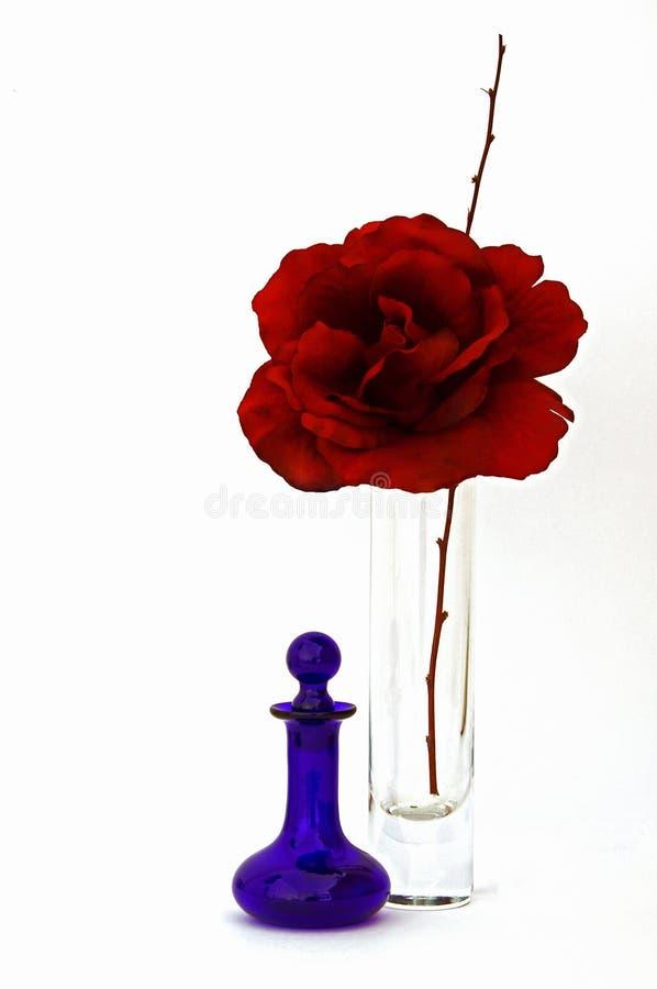 De zijde nam met de Fles van het Parfum toe royalty-vrije stock foto