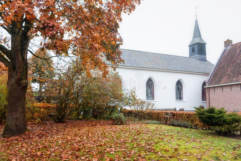 De zijgevel van de witte kerk in Bourtange, een Nederlandse fortifie stock afbeelding