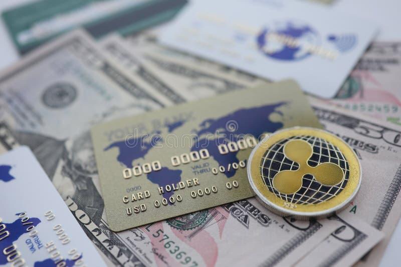 De zilveren close-up van de muntstukrimpeling XRP ligt op lijst royalty-vrije stock fotografie
