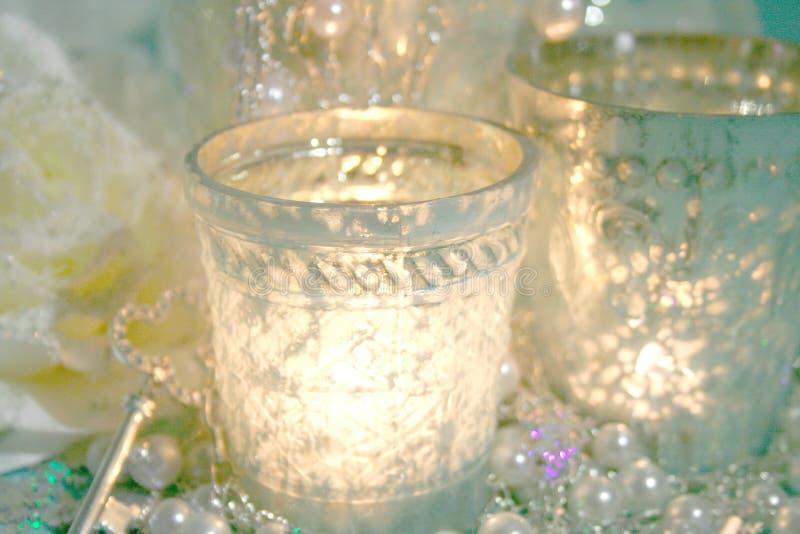 De zilveren kaarsen van Kerstmis stock fotografie