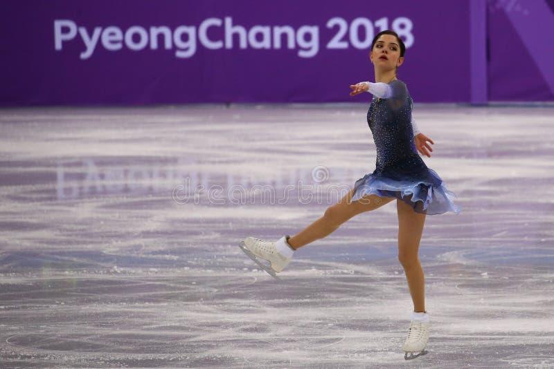 De zilveren medaillewinnaar Evgenia Medvedeva van Olympische Atleet van Rusland voert in Team Event Ladies Single Skating Kort Pr stock foto