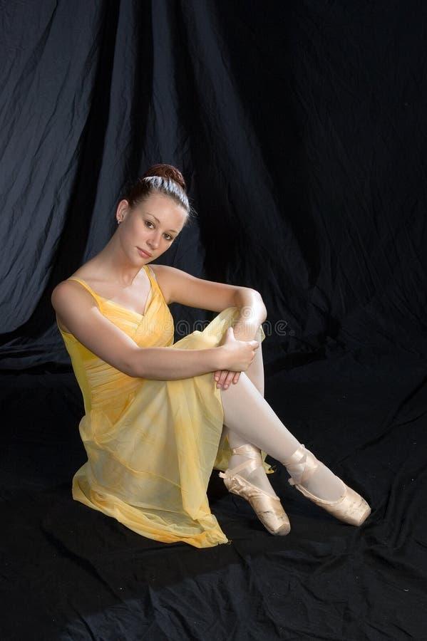 De Zitting van de ballerina stock fotografie