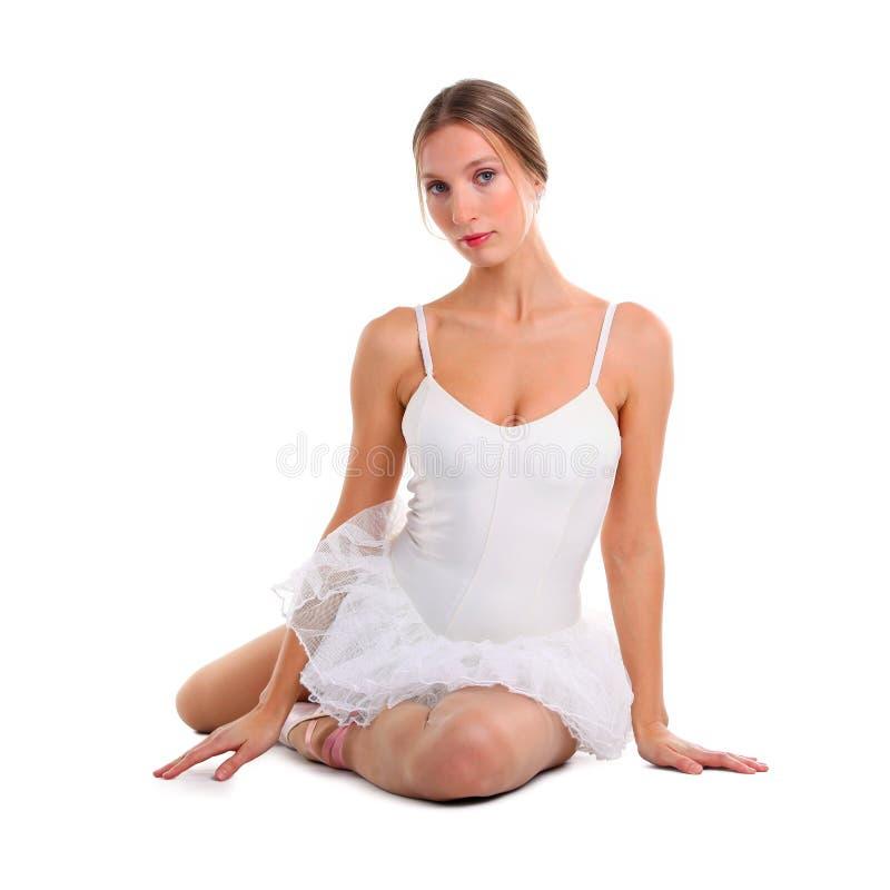 De zitting van de ballerina op de vloer royalty-vrije stock fotografie
