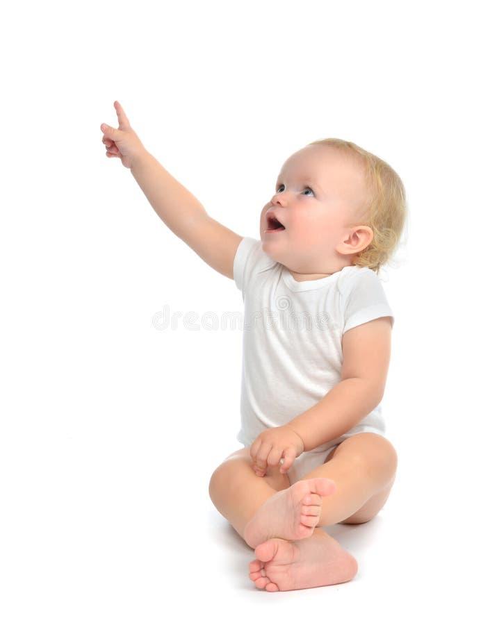 De zitting van de de babypeuter van het zuigelingskind heft hand op benadrukkend vinger stock fotografie