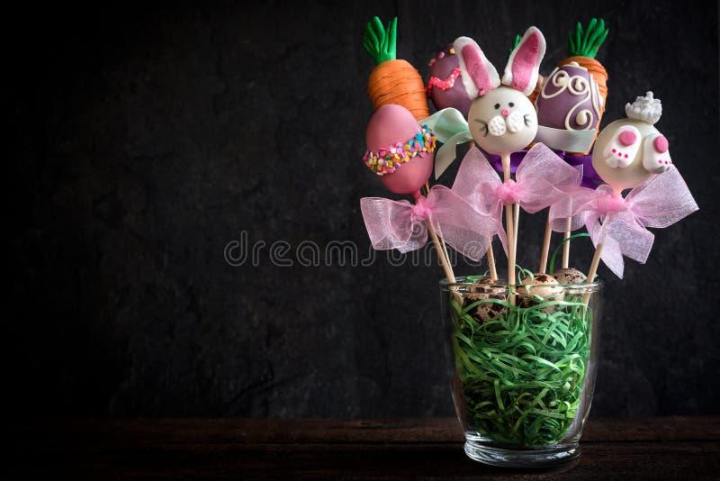 De zoete Pasen-cake knalt stock fotografie