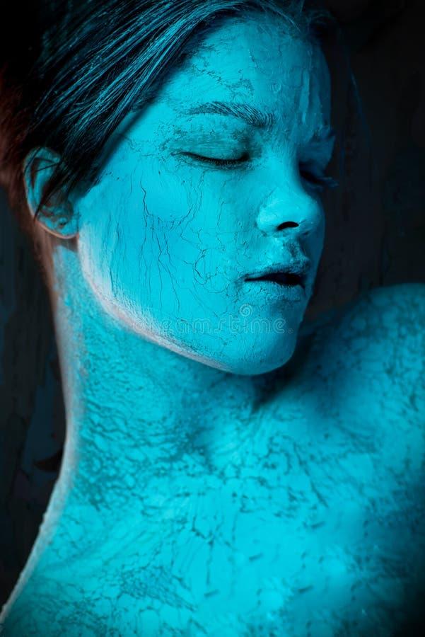 De zombievrouw met klei maakt omhoog royalty-vrije stock afbeeldingen