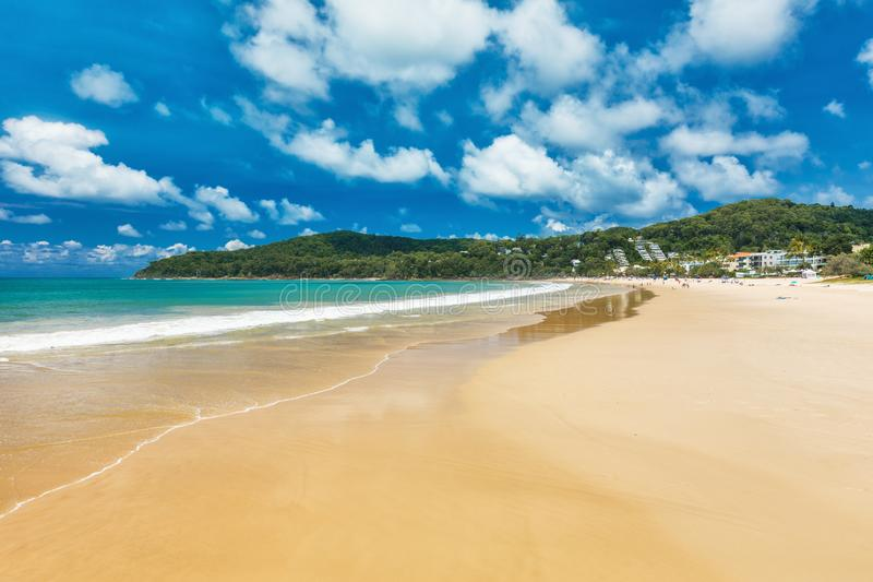 De zomer bij het hoofdstrand van Noosa - een toeristenbestemming in Queensland stock fotografie