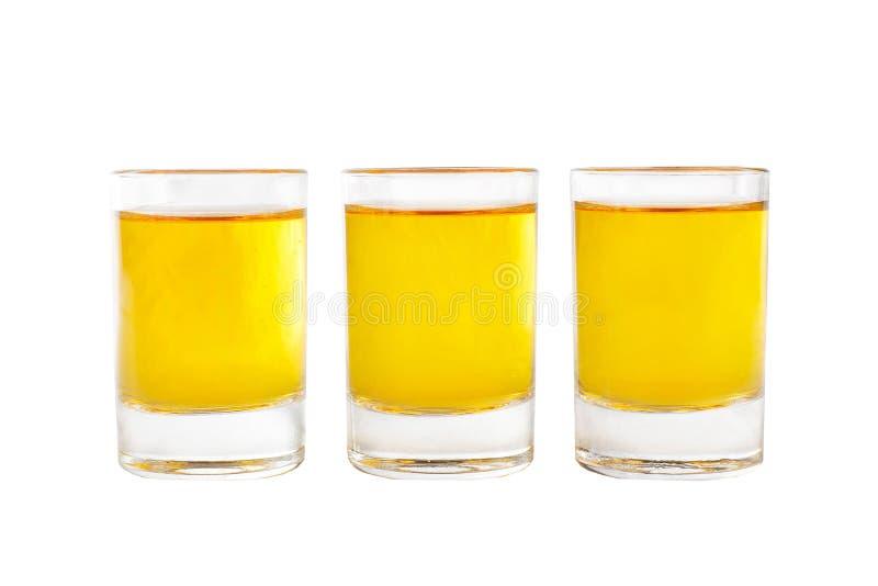 De zomer gele cocktail op ge?soleerde witte achtergrond royalty-vrije stock afbeeldingen