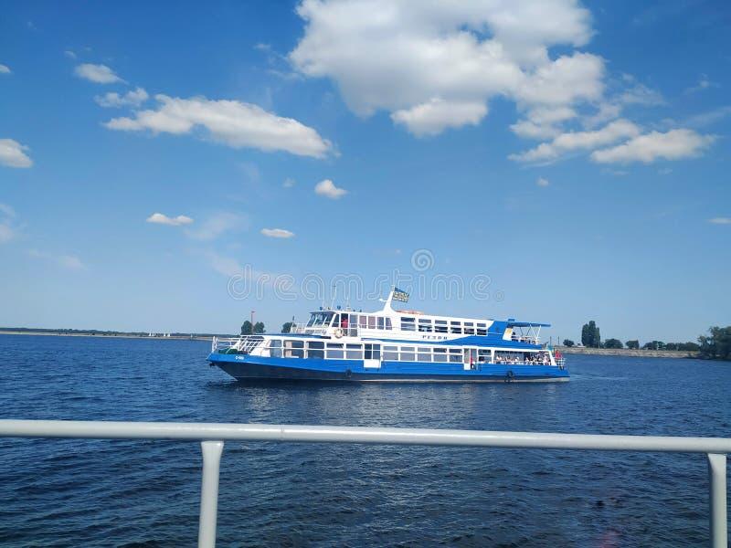De zomer komt in een schip royalty-vrije stock foto