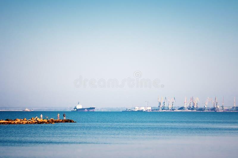 De zomer de Krim van de landschapsaard verscheept zeehaven royalty-vrije stock afbeeldingen