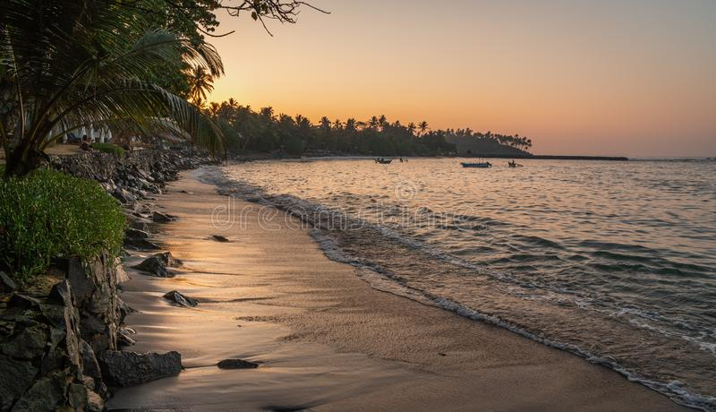 De zomer mooi zeegezicht van Mirissa, Sri Lanka royalty-vrije stock afbeeldingen