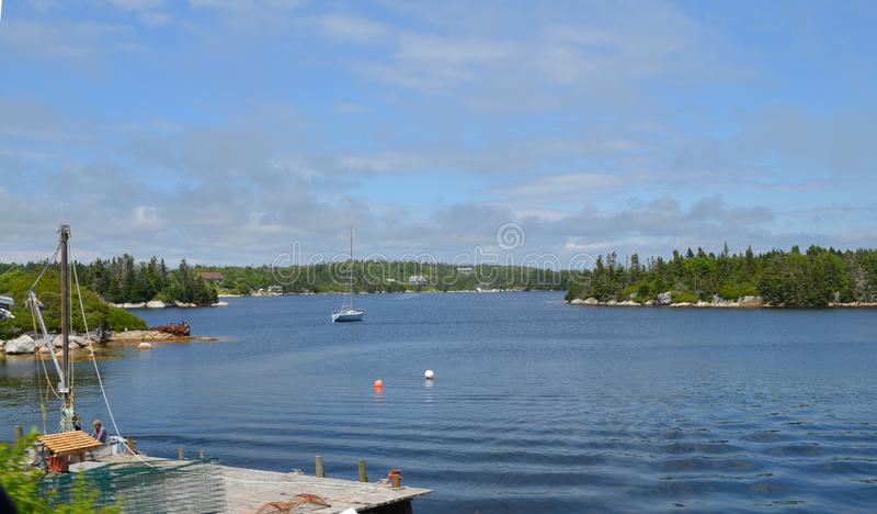 De zomer in Nova Scotia: Dover Soi Harbour Along Lighthouse Route dichtbij de Inham van Peggy stock foto