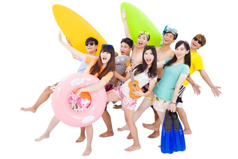 De zomer, strand, vakantie, gelukkige jonge groepsreis stock fotografie