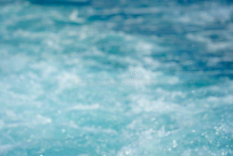 De zomer van het onduidelijk beeld mooi strand onduidelijk beeld als achtergrond stock foto's