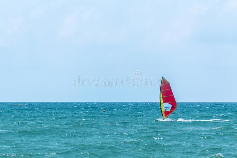 De zomer Windsurfing stock afbeelding