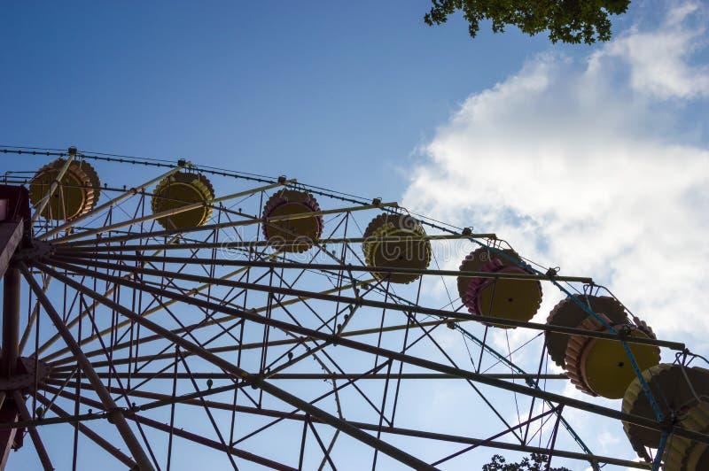 De zomeraard van het reuzenradpark royalty-vrije stock afbeelding