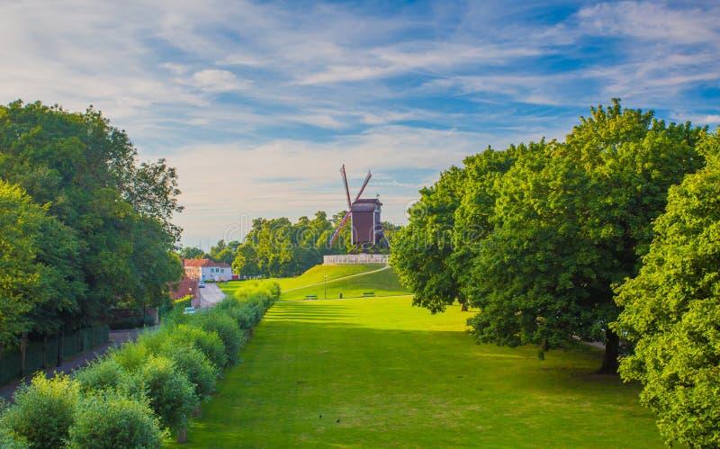 De zomeravond in Brugge stock foto