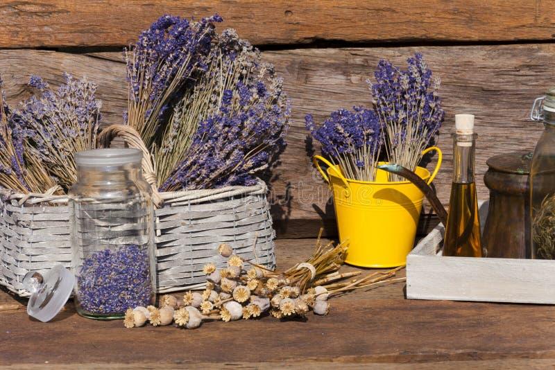 De zomergewas van droge lavendel, papaverzaden royalty-vrije stock afbeeldingen