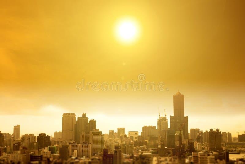 De zomerhittegolf in de stad stock foto