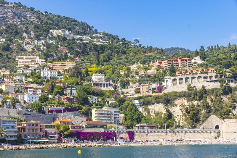 De zomerkustlijn in Villefranche-sur-Mer, Stad van Nice, Frankrijk stock afbeelding