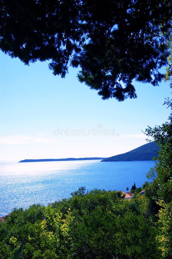 De zomerlandschap met Adriatische Overzees royalty-vrije stock fotografie