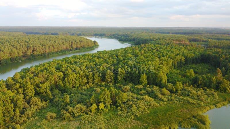 De zomerlandschap op Teteriv-rivier, Zhitomir, de Oekraïne royalty-vrije stock afbeeldingen