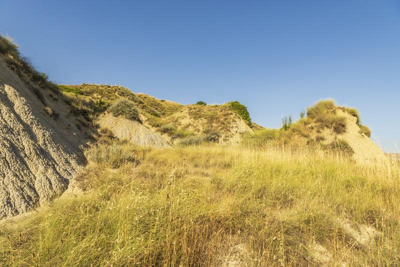 De zomerlandschap over het nationale park van Aliano badlands in Val D 'Agri, Basilicata royalty-vrije stock foto