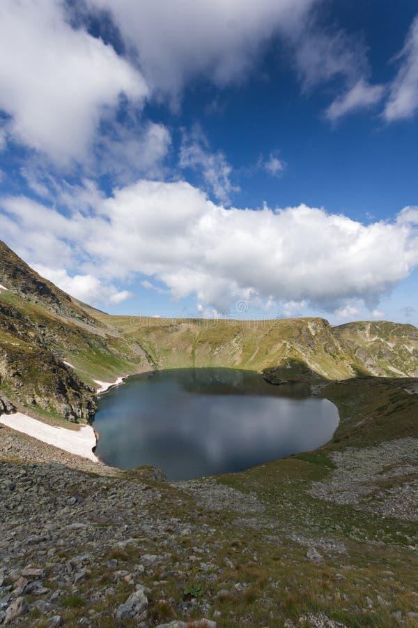 De zomermening van het Oogmeer, Rila-Berg, de Zeven Rila-Meren, Bulgarije royalty-vrije stock fotografie