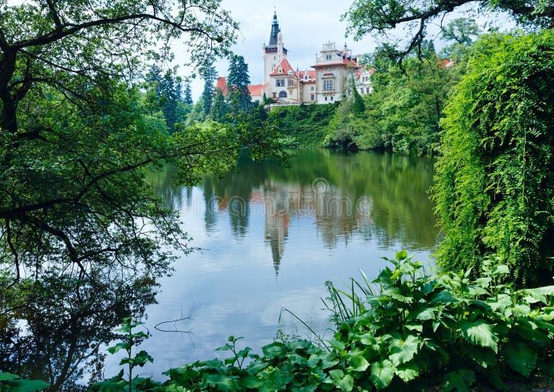 De zomermening van Pruhonice van het kasteel (Tsjechisch Praag,) royalty-vrije stock foto's