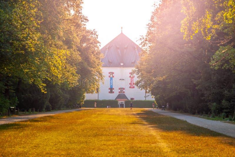 De zomerpaleis Hvezda, aka Letohradek Hvezda, in Hvezda-Spelreserve, Praag, Tsjechische Republiek royalty-vrije stock afbeeldingen